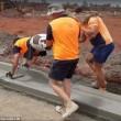 Operai a Melbourne costruiscono il marciapiede4