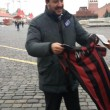 Matteo Salvini srotola striscione per il No a Mosca e rischia arresto01
