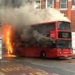 Bus a due piani prende fuoco a Londra2