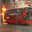 Bus a due piani prende fuoco a Londra4