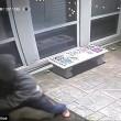 Rapinatore travestito da corriere Ubs, entra in casa e picchia proprietario8