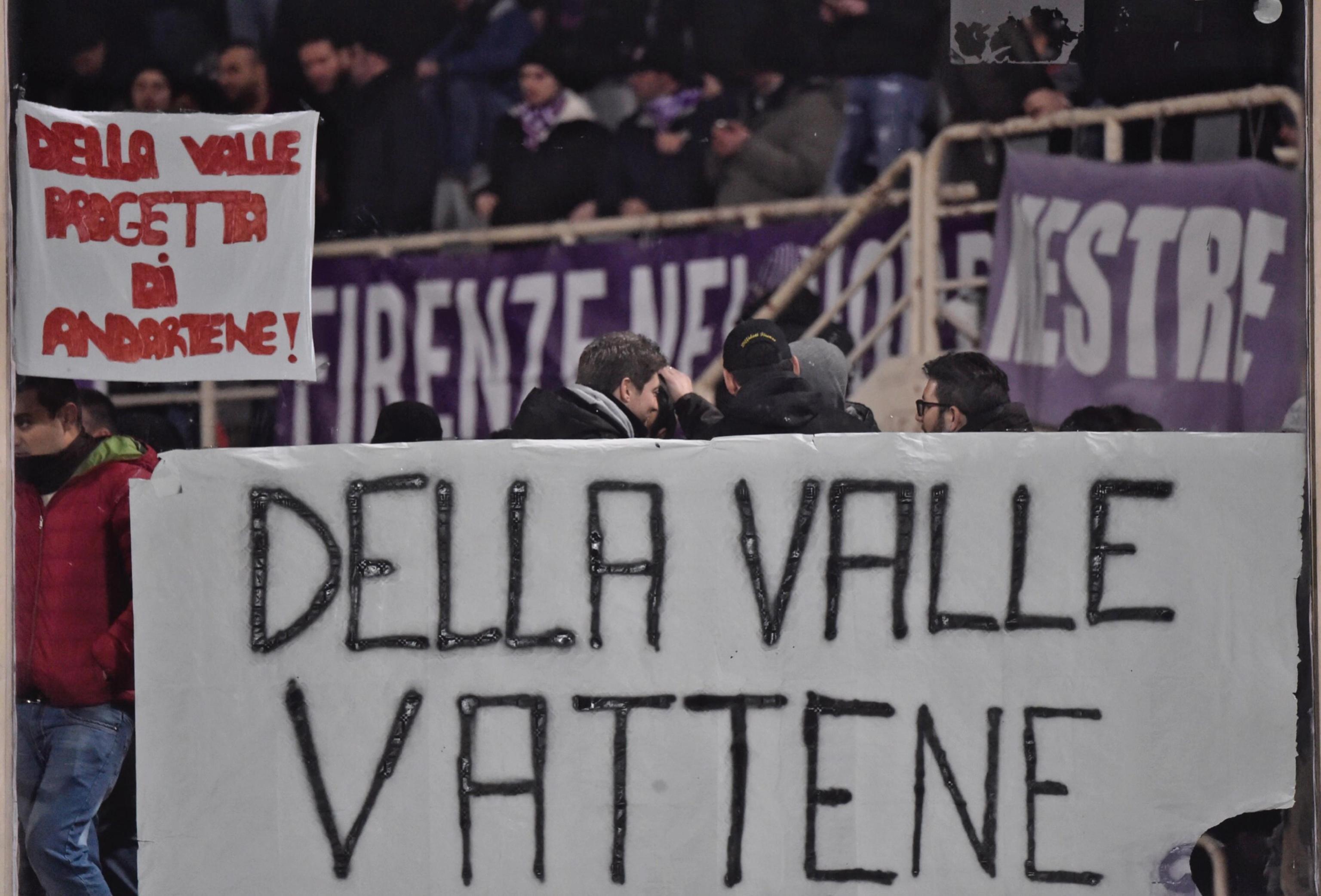 """""""Della Valle vattene"""" (FOTO), lo striscione dei tifosi della Fiorentina"""
