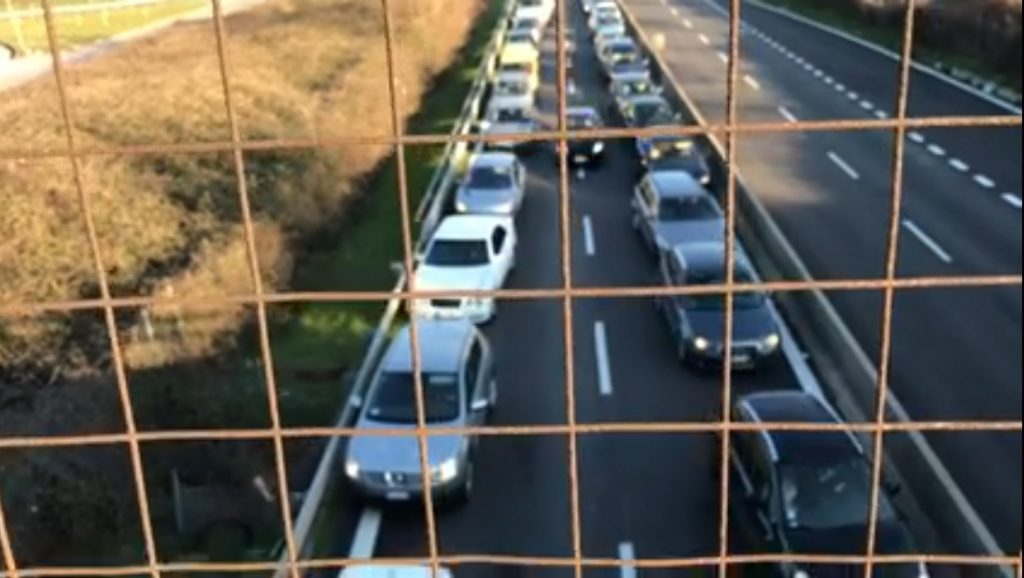 VIDEO Assalto al portavalori: banditi attaccano sull'autostrada Avellino-Salerno