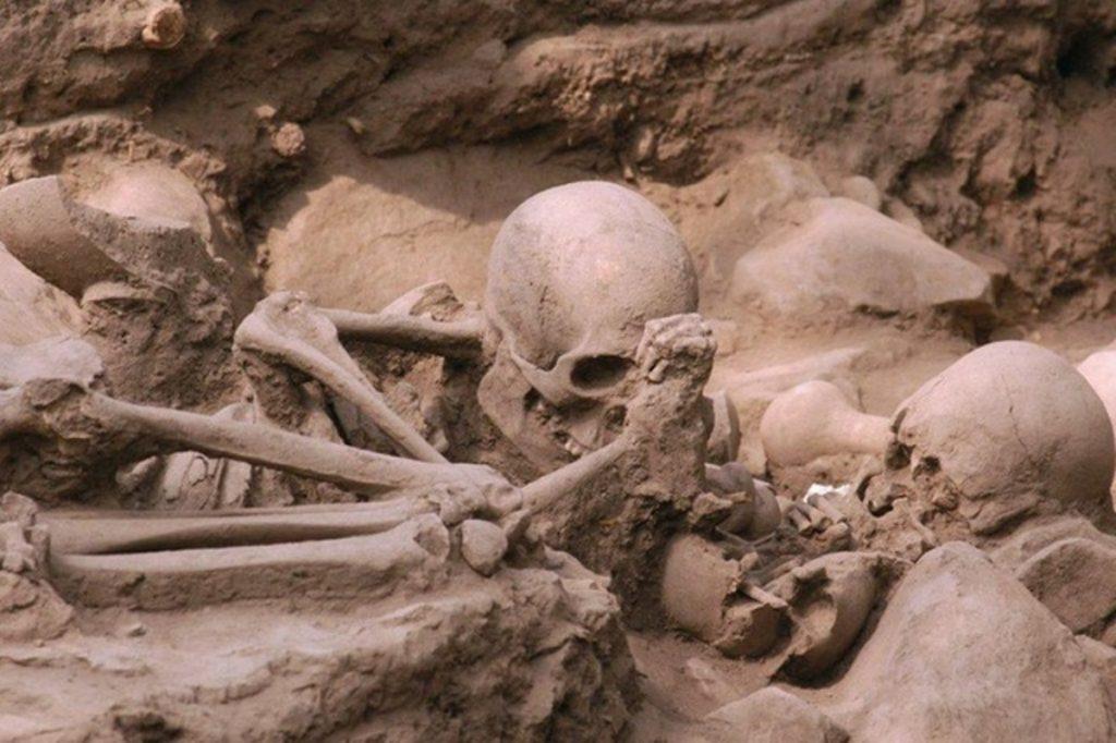 """Aztechi sterminati dal batterio """"alieno"""": la scoperta nel Dna delle vittime"""
