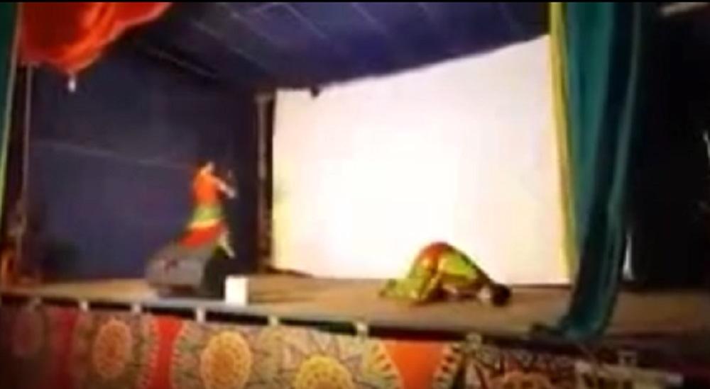 YOUTUBE India, ballerino collassa e muore sul palco durante esibizione