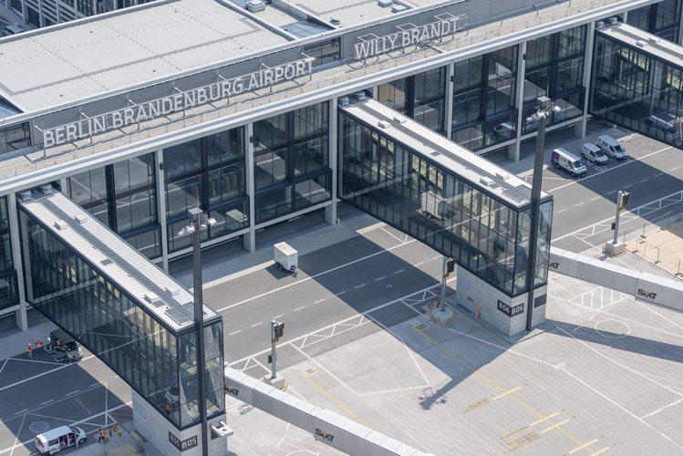 Berlino, il nuovo aeroporto peggio della Salerno-Reggio Calabria: rinvii, scandali, sperperi...