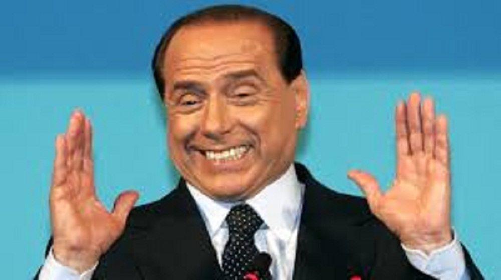 Silvio Berlusconi si mette all'asta per aiutare terremotati
