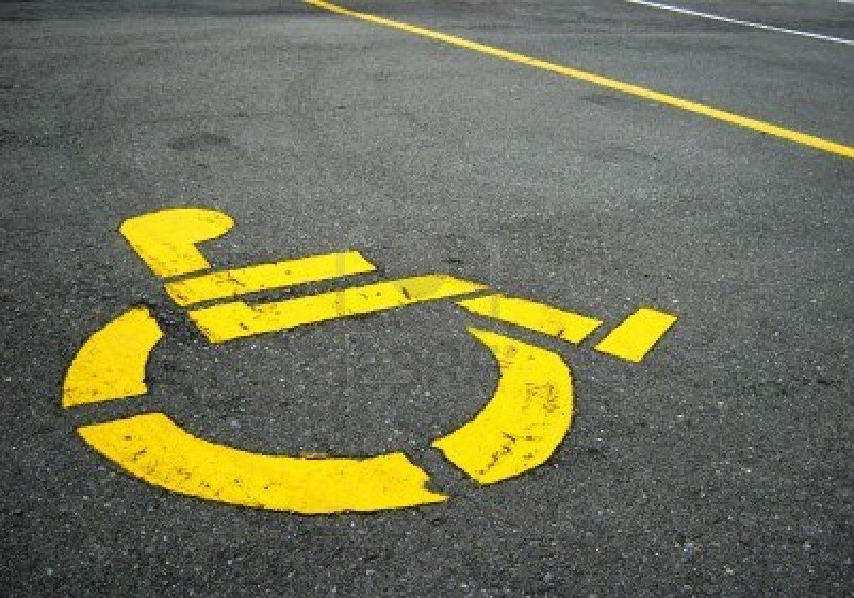 """Francavilla Fontana, vigile parcheggia su posto disabile. Fotografato, si """"automulta"""""""