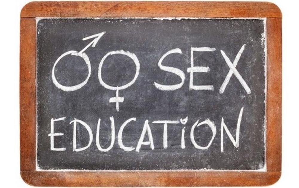 Educazione sessuale all'ora di religione. Bufera sul prof a Nuoro