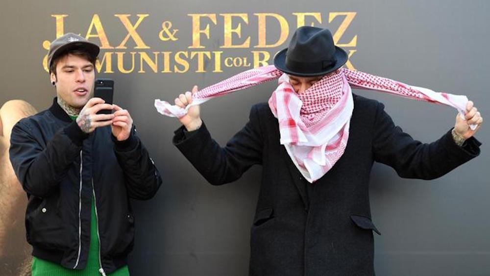 """""""Fedez e J-Ax arrestati per droga"""": la bufala del finto Rolling Stone"""