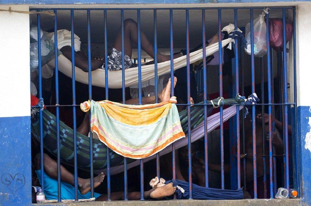 """Viaggio choc nel carcere di Haiti FOTO: """"Questo è l'inferno"""""""