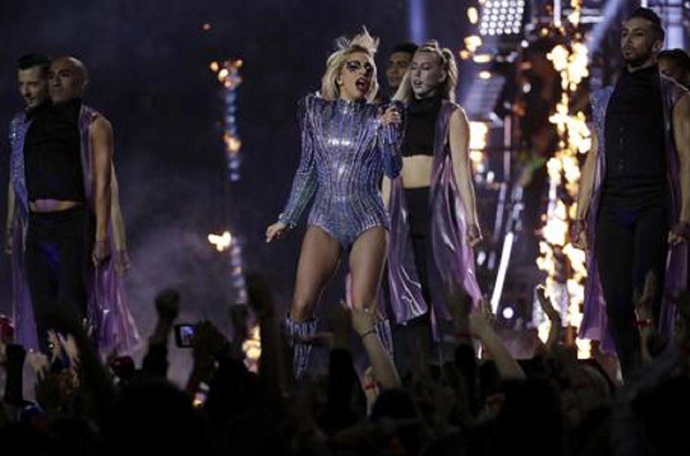 """Lady Gaga: """"Sono orgogliosa della mia pancetta"""""""