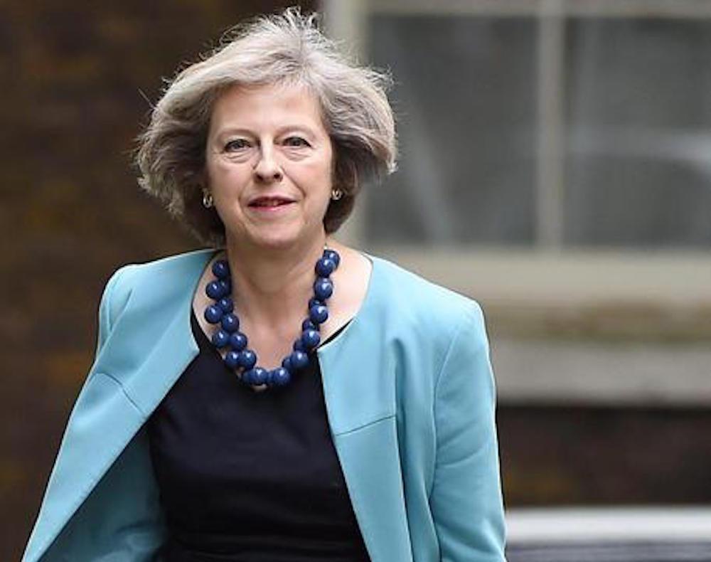 """Brexit, Theresa May: """"Gran Bretagna più povera senza lavoratori Ue"""""""