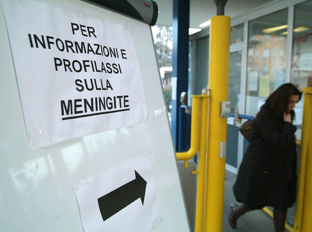 Meningite, ricoverato a Milano un ragazzo di 14 anni. Profilassi per compagni e prof