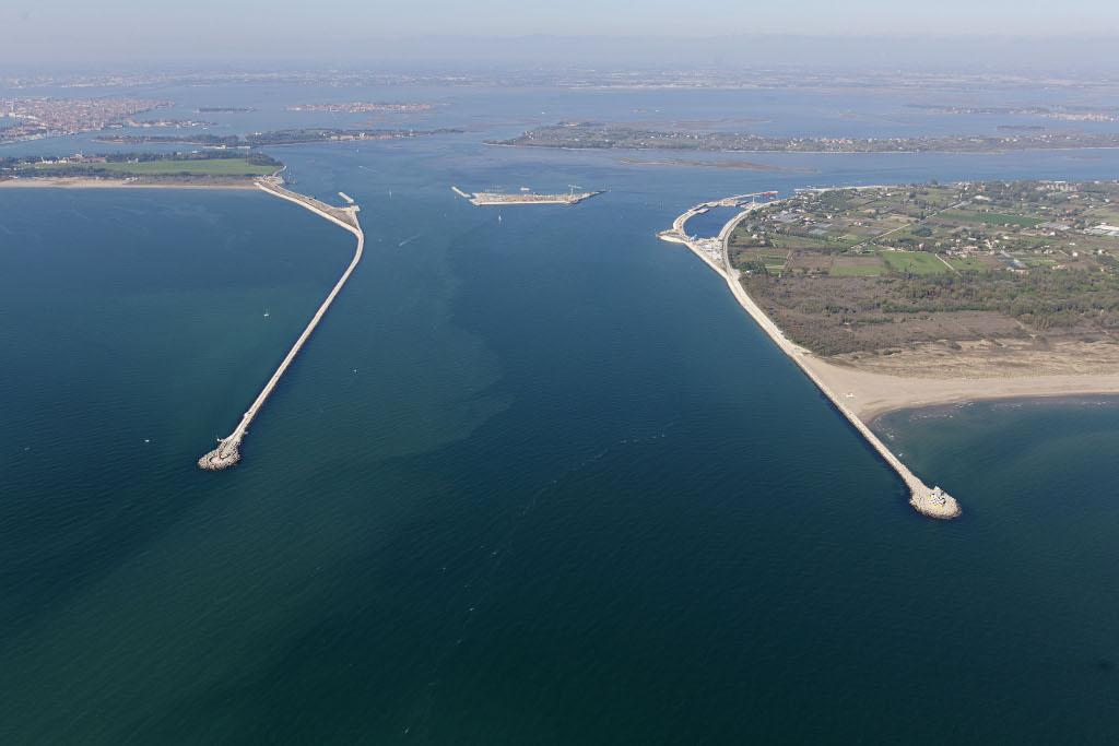 Mose a rischio cedimento e Venezia sott'acqua: allarme dalla perizia shock