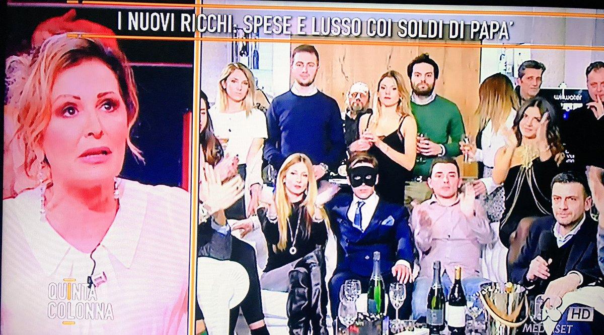 """Daniela Santanché a Quinta Colonna guarda i """"nuovi ricchi"""". La sua faccia FOTO"""