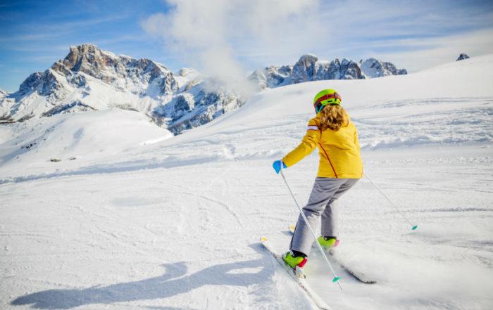 """Friuli, lezioni di sci gratis per immigrati. Lega insorge: """"Dovrebbero farle per i nostri bambini"""""""