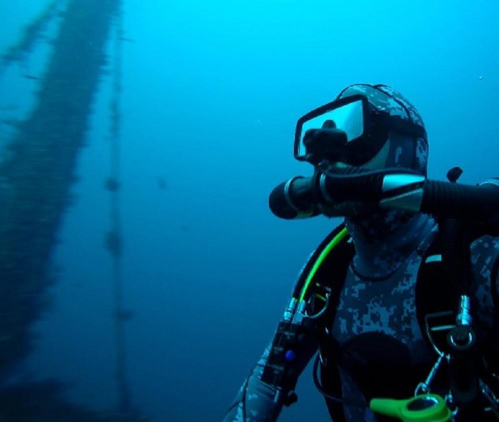 Rob Stewart scomparso mentre gira film su squali: paura per il famoso sub