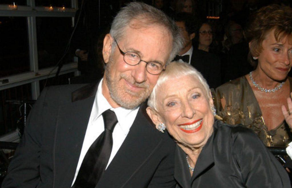 """Leah Adler, la mamma di Steven Spielberg, è morta: """"Era il mio portafortuna"""""""