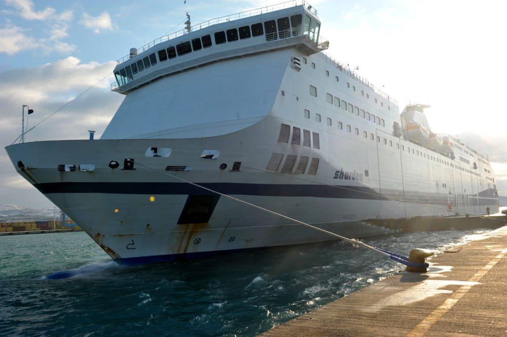 Migranti devastano traghetto Tirrenia: in 50 dovevano essere rimpatriati