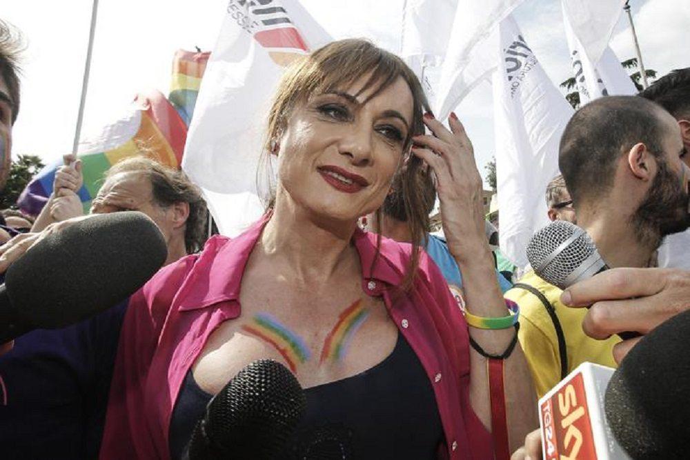 """Vladimir Luxuria: """"Beppe Grillo omofobo, si sa. Già nel 2006..."""""""