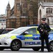 Terrorismo attacca a Londra, auto sulla folla e spari fuori dal Parlamento3