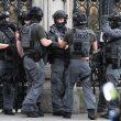 Terrorismo attacca a Londra, auto sulla folla e spari fuori dal Parlamento6