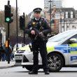 Terrorismo attacca a Londra, auto sulla folla e spari fuori dal Parlamento9