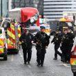 Terrorismo attacca a Londra, auto sulla folla e spari fuori dal Parlamento10