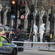 Attentato Londra, auto sulla folla e spari fuori dal Parlamento8