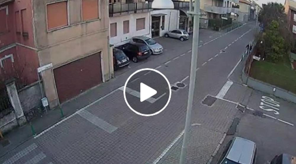 Getta spazzatura in strada, sindaco San Giorgio su Legnano pubblica video