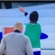 Higuain segna al Napoli e indica la tribuna, polemica con De Laurentiis 06