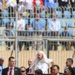 """Papa Francesco, messa in Egitto: """"Meglio non credenti che falsi credenti ipocriti"""""""