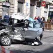 Milano, schianto frontale: pirata della strada fugge e lascia morire il ferito. Caccia all'uomo