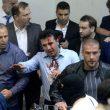 Macedonia, attivisti di destra fanno irruzione in Parlamento: deputati feriti, anche Zaev06