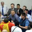 Macedonia, attivisti di destra fanno irruzione in Parlamento: deputati feriti, anche Zaev08