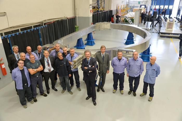 Il super magnete per produrre energia pulita dalla fusione nucleare: sperimentazione dal 2025