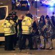 Attentato Manchester, kamikaze fa strage di adolescenti al concerto di Ariana Grande. Bomba di chiodi12
