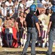 Calcio Storico a Firenze, ferito l'arbitro e partita sospesa polizia in campo