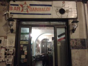 Palermo. Spinello gratis a chi ordina un cocktail al bar Garibaldi