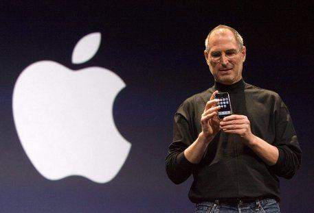 """Apple, iPhone nato """"grazie all'odio di Steve Jobs per un manager Microsoft"""""""