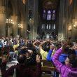 Parigi, uomo col martello a Notre Dame: poliziotti sparano e lo feriscono05