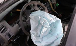 Australia, uomo colpito al collo da una scheggia: nuova vittima per l'airbag Takata