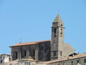 Genzano (Roma), crolla cornicione Duomo Vecchio: palazzina evacuata