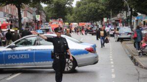 Amburgo, uomo accoltella i clienti di supermarket: un morto e feriti