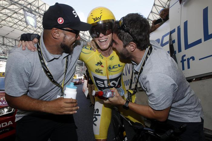 Chris Froome trionfa nel Tour de France. Quinto Fabio Aru