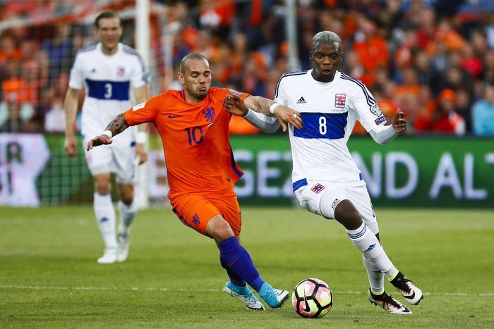 Calciomercato Sampdoria, Wesley Sneijder è il sogno di Massimo Ferrero