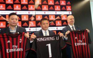 We are so rich, sciarpa tifosi Milan cinesi durante International Champions Cup