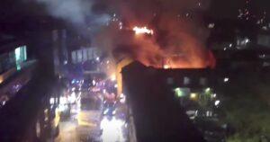 YOUTUBE Londra, Camden Market a fuoco: incendio in un palazzo di tre piani