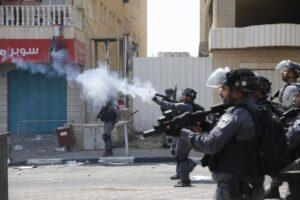 Gerusalemme, scontri alla Spianata: tre palestinesi morti. Accoltellati tre israeliani a morte in Cisgiordania